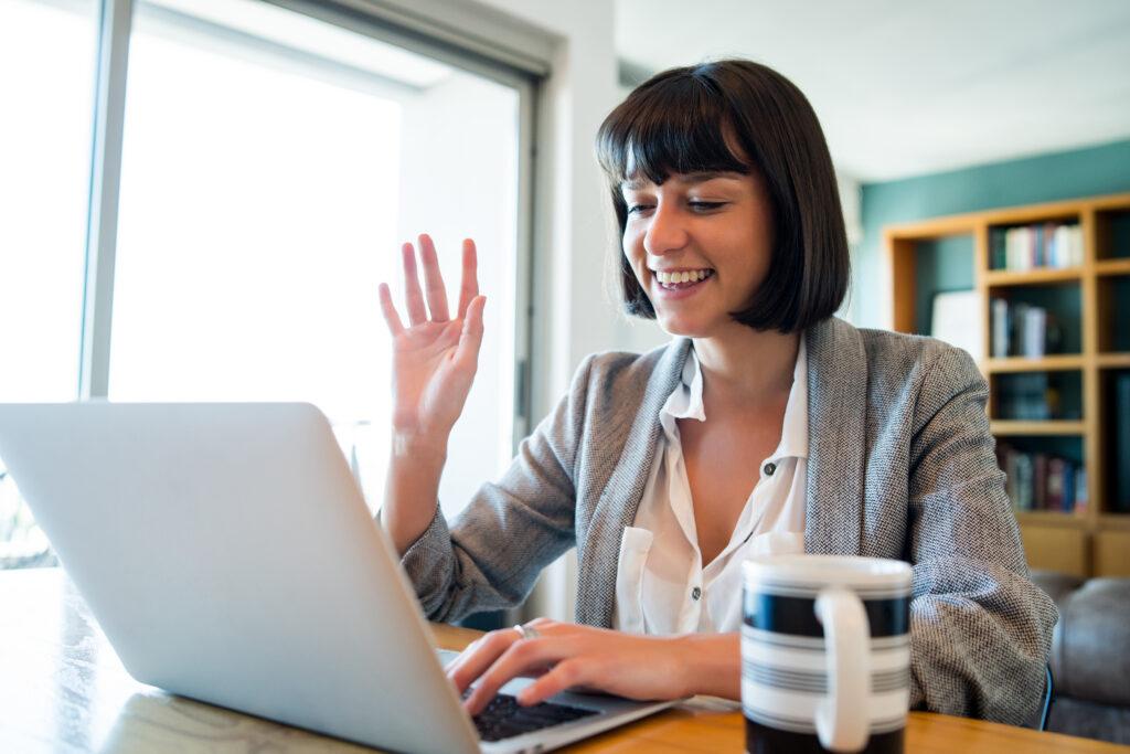 Saiba como um outsourcing pode potencializar o rendimento de empresas em home office