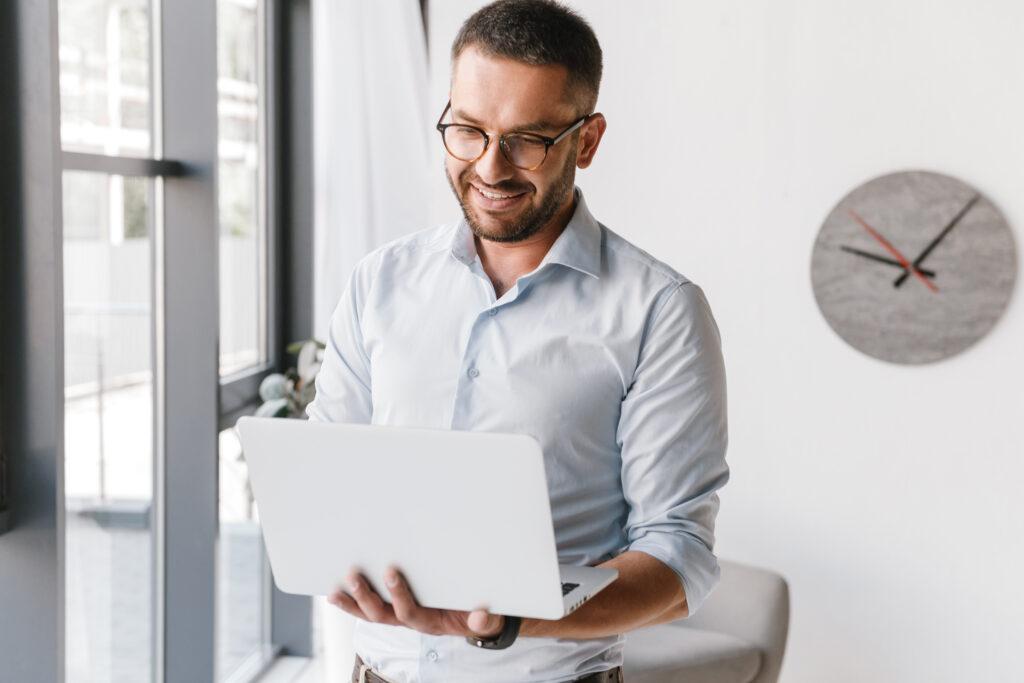 Webinar: Aprenda como aumentar seu controle estratégico e inteligência de negócio.